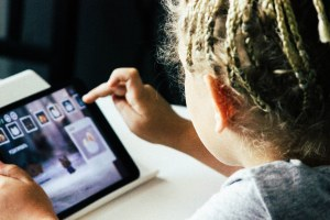 Pc, tablet e schede prepagate : 5 milioni di euro per le scuole e gli enti di formazione professionale